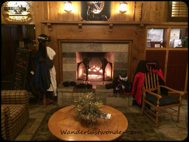 Cozy fireplace in the lobby of Kinlochen.