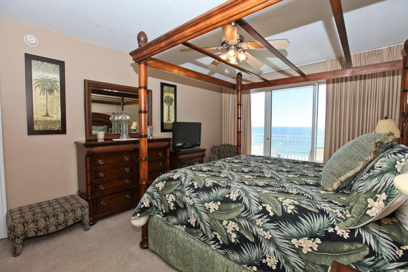 Fabulous master bedroom! Photo courtesy of Sterling Resorts.