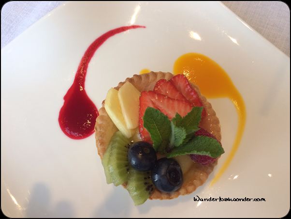 Such a pretty fruit tart.