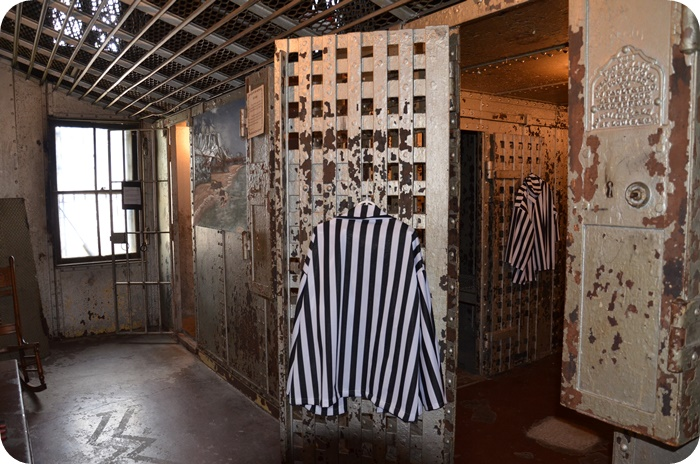 Jail and clothes for prisoners